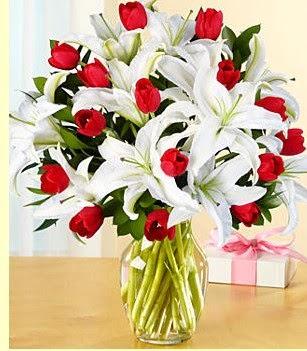 Erzincan online çiçekçi , çiçek siparişi  3 kazablanka 10 kırmızı gül vazosu