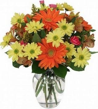 Erzincan çiçekçi mağazası  vazo içerisinde karışık mevsim çiçekleri