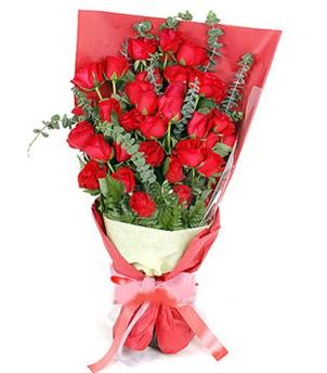 Erzincan hediye sevgilime hediye çiçek  37 adet kırmızı güllerden buket