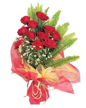Erzincan uluslararası çiçek gönderme  11 adet kırmızı güllerden buket modeli