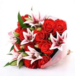 Erzincan çiçek yolla  3 dal kazablanka ve 11 adet kırmızı gül