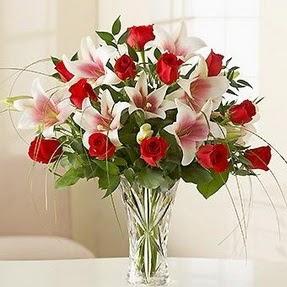Erzincan çiçekçiler  12 adet kırmızı gül 1 dal kazablanka çiçeği