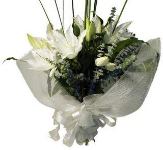 Erzincan yurtiçi ve yurtdışı çiçek siparişi  2 dal kazablanka çiçek buketi