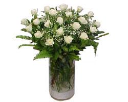Erzincan online çiçek gönderme sipariş  cam yada mika Vazoda 12 adet beyaz gül - sevenler için ideal seçim