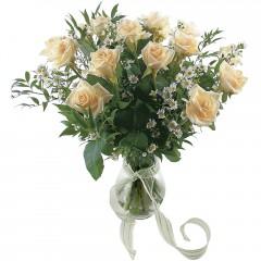Vazoda 8 adet beyaz gül  Erzincan ucuz çiçek gönder