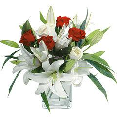 vazo içerisinde 4 gül 1 adet kazablanka  Erzincan çiçek gönderme