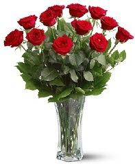 11 adet kırmızı gül vazoda  Erzincan çiçek gönderme sitemiz güvenlidir