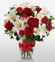 Eşsiz vazo tanzimi güller kazablankalar  Erzincan çiçek gönderme