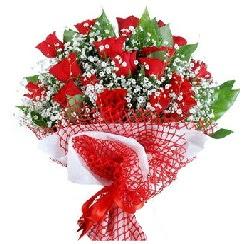 11 kırmızı gülden buket  Erzincan ucuz çiçek gönder