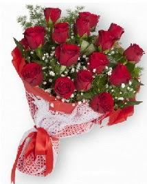 11 kırmızı gülden buket  Erzincan çiçek siparişi vermek