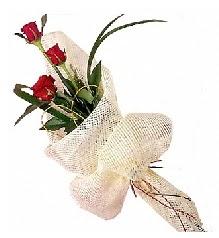 3 adet kırmızı gül buketi  Erzincan çiçek siparişi vermek
