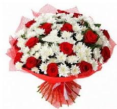 11 adet kırmızı gül ve 1 demet krizantem  Erzincan çiçekçiler