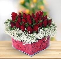 15 kırmızı gülden kalp mika çiçeği  Erzincan çiçek servisi , çiçekçi adresleri