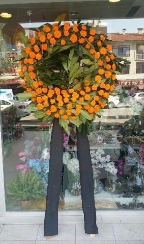 Cenaze çiçeği cenaze çelengi çiçek modeli  Erzincan hediye sevgilime hediye çiçek