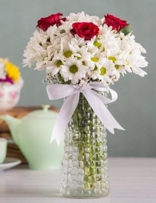 Papatya Ve Güllerin Uyumu camda  Erzincan 14 şubat sevgililer günü çiçek