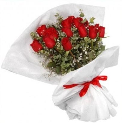 9 adet kırmızı gül buketi  Erzincan yurtiçi ve yurtdışı çiçek siparişi
