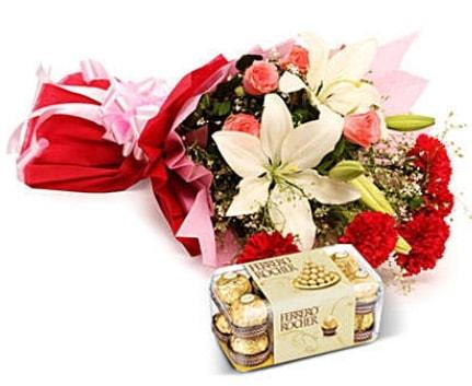 Karışık buket ve kutu çikolata  Erzincan çiçek mağazası , çiçekçi adresleri