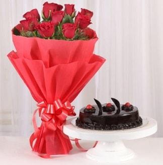 10 Adet kırmızı gül ve 4 kişilik yaş pasta  Erzincan çiçek yolla , çiçek gönder , çiçekçi
