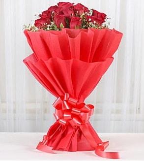 12 adet kırmızı gül buketi  Erzincan güvenli kaliteli hızlı çiçek