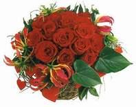 Erzincan hediye çiçek yolla  12 adet gülden sepet tanzim